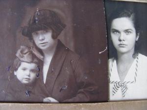Străbunica, bunica și mama